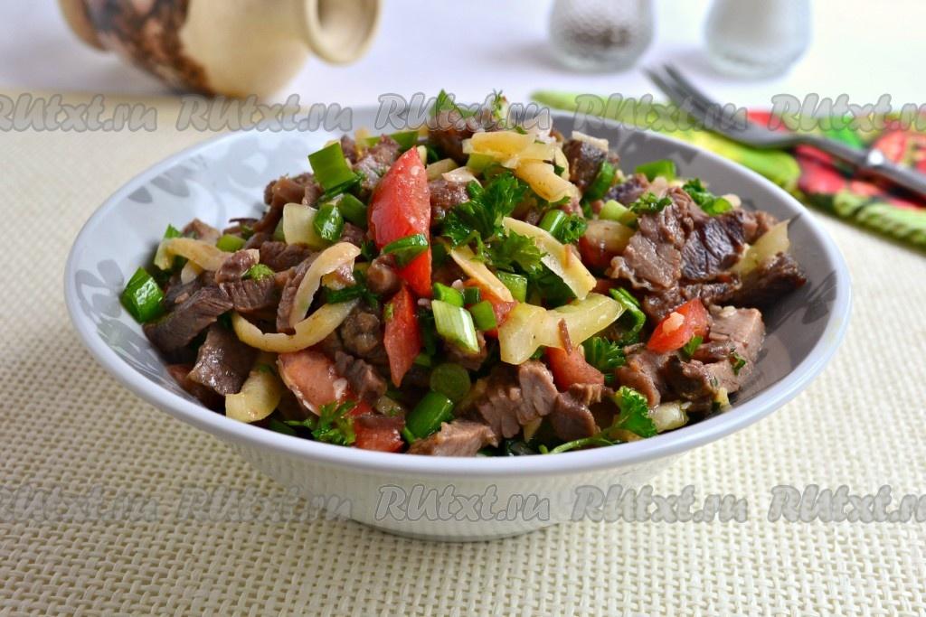 салат с говядиной и помидорами перцем рецепт с фото