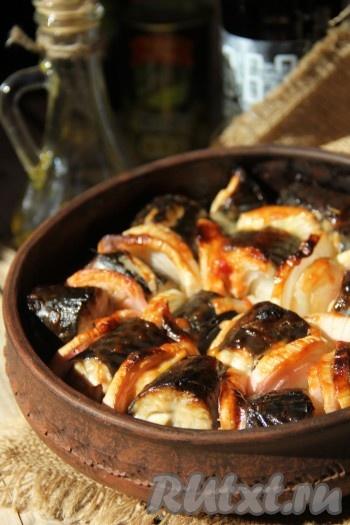 Подавать скумбрию, запеченную в духовке кусочками, лучше в горячем виде с любым гарниром. Очень вкусная рыбка получается, всем советую!