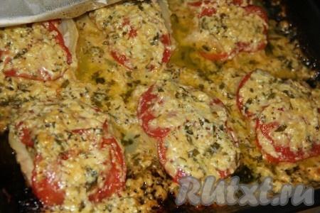Готовое мясо достать из духовки и переложить на тарелку. Очень вкусные, ароматные и нежные отбивные из свинины с помидорами и сыром получились, с пикантной горчичной ноткой.