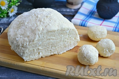 Замесить плотное, но мягкое, чуть липнущее тесто. Вот и все, далее из замечательного творожного теста можно формировать печенье!