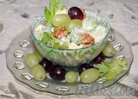 Салат с сельдереем, виноградом и яблоками
