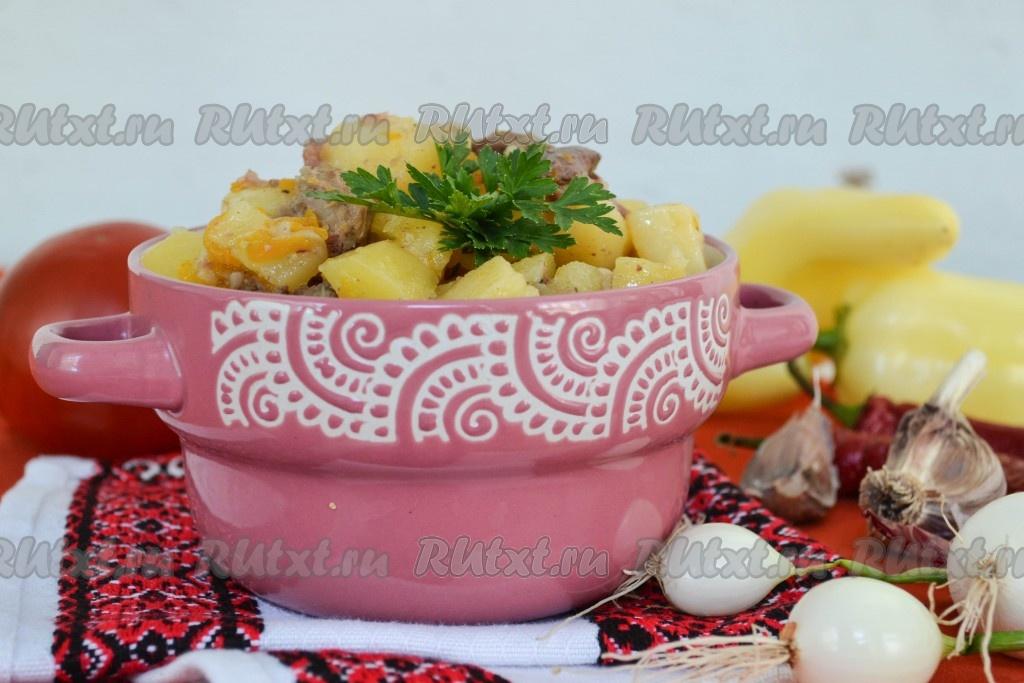Картошка с кабачками и фаршем в казане
