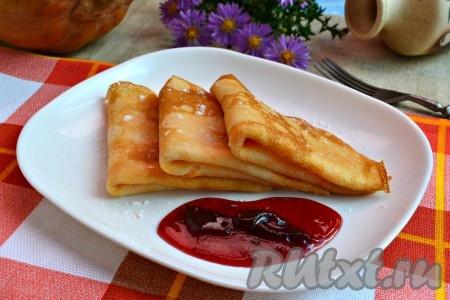 Вкуснейшие, нежнейшие блины с тыквой, замешанные на молоке, подать к столу горячими с медом, джемом или сметаной.