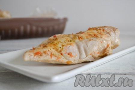 Такое мясо можно подать к столу с любимым гарниром. А можно использовать для приготовления салатов или бутербродов.