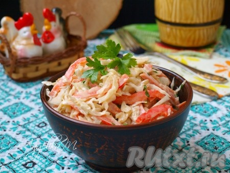 Подать очень вкусный салат из свежей капусты с колбасой к столу.{amp}#xA;