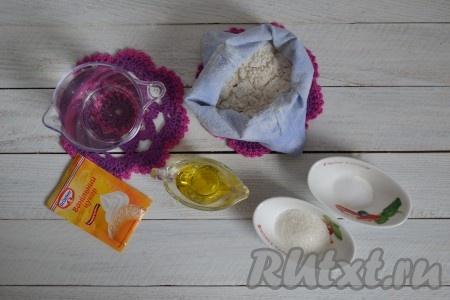 Подготовить необходимые ингредиенты для приготовления блинов на воде без яиц и молока.