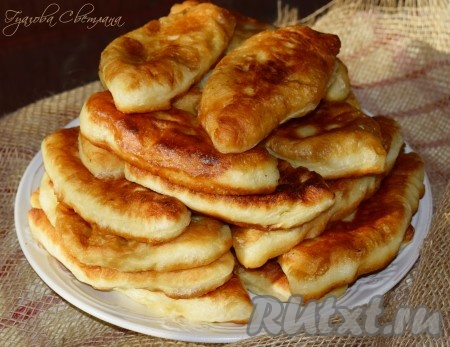 Жареные дрожжевые пирожки с картошкой