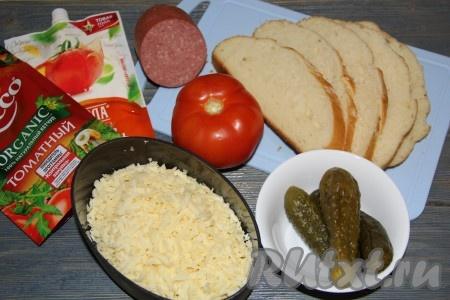 Подготовить продукты для приготовления бутербродов с солеными огурцами и колбасой. Количество начинки рассчитывайте сами, в зависимости от количества бутербродов.