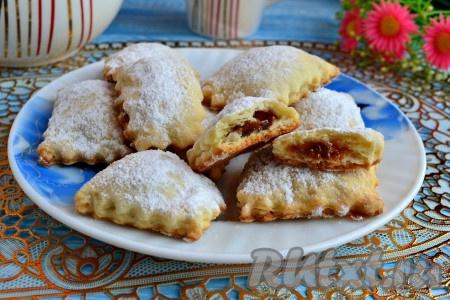 Вот и все, вкусное печенье, приготовленное на кефире и маргарине, можно подавать к чаю.