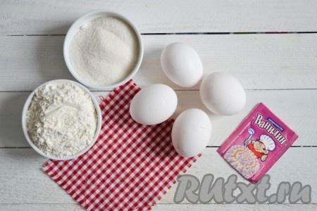 Подготовить необходимые ингредиенты для приготовления кексов из бисквитного теста.