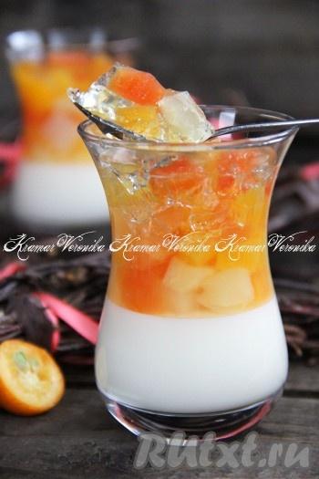 Очень вкусное и нежное молочное желе с фруктами готово. Такой красивый десерт понравится многим, попробуйте! {amp}#xA;