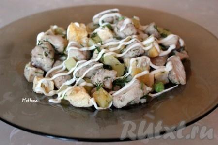А ещё салат с курицей, картошкой и яйцами очень вкусно заправить майонезом.