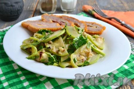 Вот так быстро можно приготовить в микроволновке очень вкусные кабачки. Это простое и полезное блюдо станет прекрасным гарниром к рыбе или мясу, а также его можно кушать в Пост.