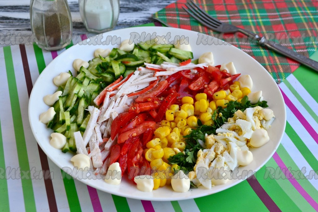 Салат радуга из крабовых палочек