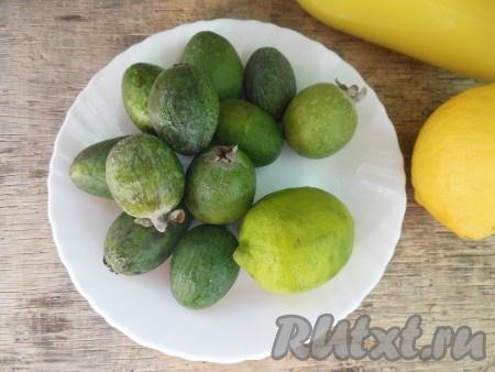 Подготовьте продукты для приготовления фейхоа с медом и лимоном