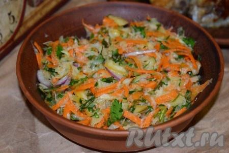Сочный, нежный, полезный и очень вкусный салат из белой редьки с растительным маслом готов, можно подавать к столу. Такой салатик станет прекрасным дополнением к обеду или ужину.