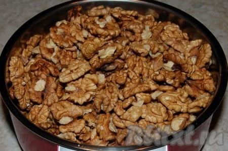 Приготовить орехи. Взвесить на весах.