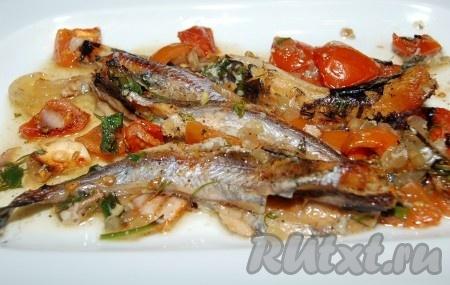 """Теперь можно раскладывать нашу """"греческую"""" рыбу по тарелкам и подавать на стол. Рецепт предельно прост, а получается ну очень вкусно!"""