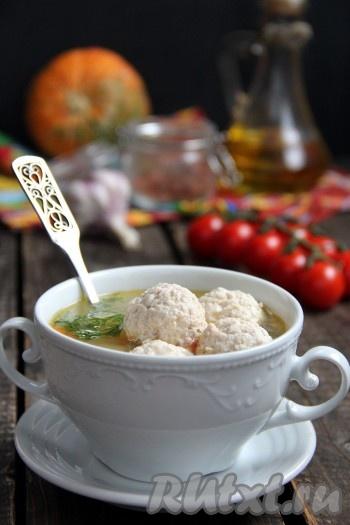 Суп с фрикадельками и булгуром получился аппетитным, сытным и очень вкусным. При подаче можно добавить рубленную зелень или сметану.