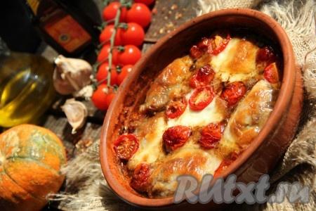 Курица, запечённая в бальзамическом уксусе в духовке, получается необыкновенно вкусной, сочной и нежной, она прекрасно сочетается с любым гарниром. Все советую это блюдо!
