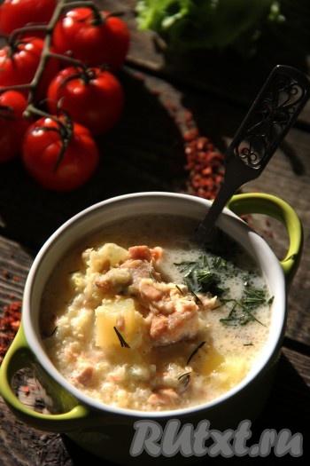 Снять кастрюлю с огня и, накрыв крышкой, дать настояться минут 10. Вкусный, сытный суп, приготовленный из консервированной горбуши с пшеном, подать к столу с рубленной зеленью. Вот так просто и быстро можно сварить замечательно первое блюдо для всей семьи!