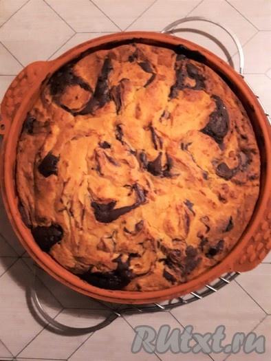 Поместить форму с тестом в духовку, заранее нагретую до 165 градусов, и печь 45-50 минут. Брауни с творожно-тыквенной начинкой готов!