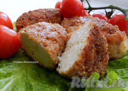 Вкусные, сочные, ароматные рубленные котлеты из куриного филе с сыром готовы.