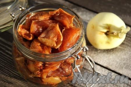 Сложить плотно яблоки в чистую сухую банку. Хранить сухое варенье из яблок нужно, закрыв крышкой, в холодильнике. Возможно, оно так и не доживёт до зимы, ведь вкус у этого необычного варенья особенный, его обязательно стоит попробовать!