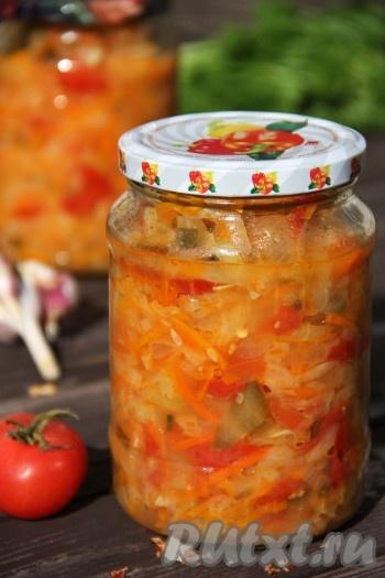 Приготовьте на зиму солянку из капусты с добавлением помидоров, моркови, болгарского перца и огурцов, уверена, вы будете довольны результатом и такая овощная закуска станет частым гостем на вашем повседневном столе!