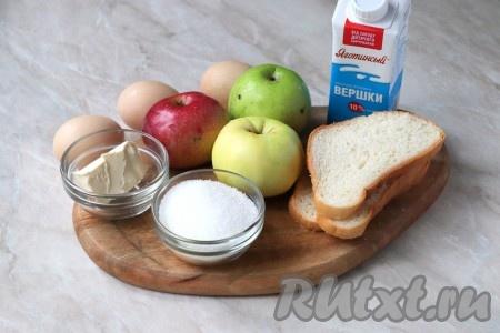Подготовьте продукты для приготовления шарлотки из батона с яблоками в духовке.