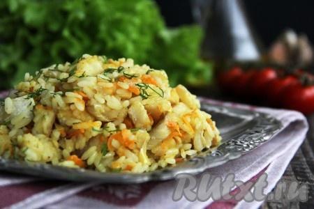 Аппетитное, вкусное, сытное блюдо разложить со сковороды по тарелкам и подать к столу. Кусочки минтая получаются нежными, сочными, они великолепно сочетаются с рисом. Уверена, приготовив это простое блюдо, вы ещё не раз вернётесь к этому рецепту!