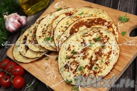 Лепёшки с сыром и зеленью на молоке на сковороде