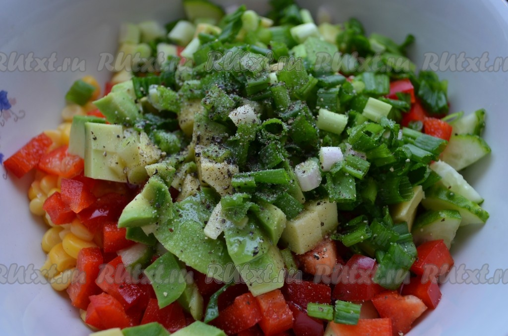 Простые салаты с консервированной кукурузы и фасоли