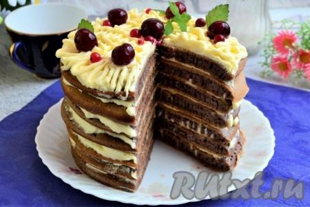 Шоколадный торт со сметанным кремом на сковороде