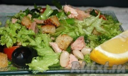 Салат из тунца с фасолью и помидорами