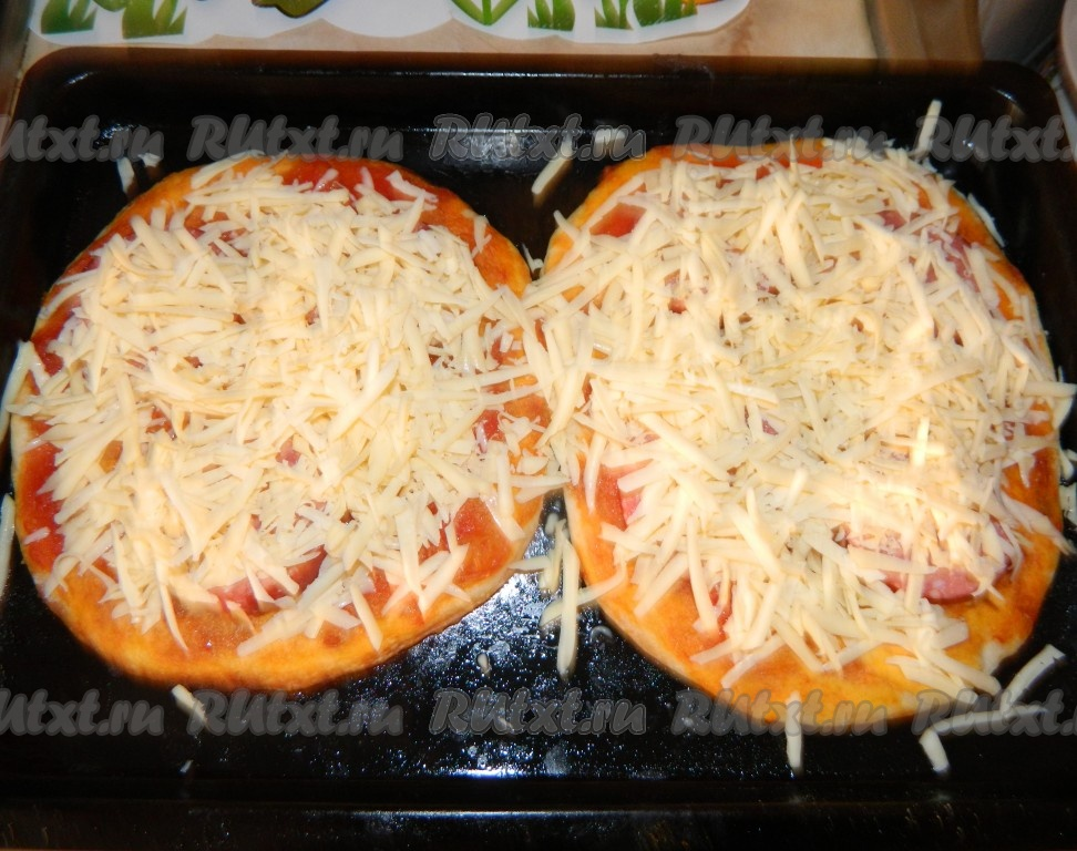 Как сделать пиццу в духовке рецепт с колбасой и сыром