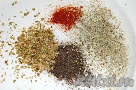 Приготовить специи. Я использовала соль, перец, орегано сухой, перец красный острый и готовый овощной сушеный набор.