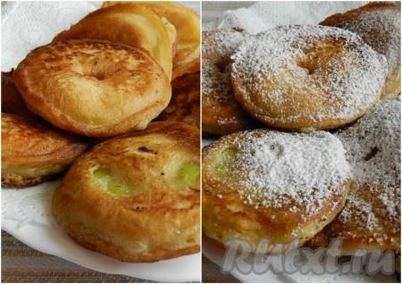 Обжаренные яблоки в кляре выкладывать на салфетку, чтобы стекло лишнее масло, и еще горячими посыпать яблоки в кляре сахарной пудрой.