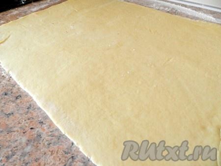 Раскатать тесто в прямоугольник 30х60 см.