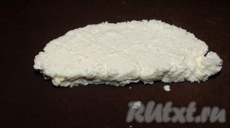 Отрезать кусок сыра.