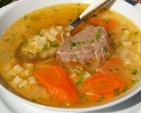 Томатный суп с курицей и макаронами картинки