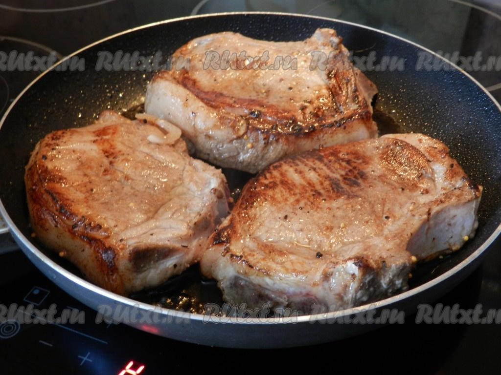 Свиной антрекот на сковороде рецепт с фото