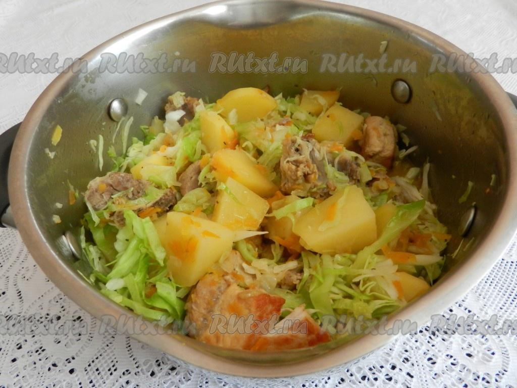 Тушеная капуста с мясом и картошкой
