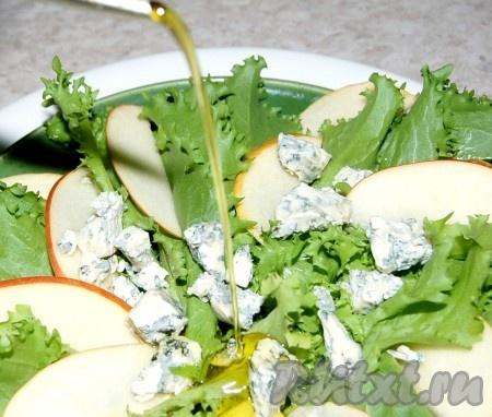 Полить оливковым маслом.