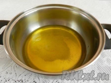 Смешать масло, воду, соль и сахар, нагреть до кипения, перемешать, чтобы сахар и соль растворились.