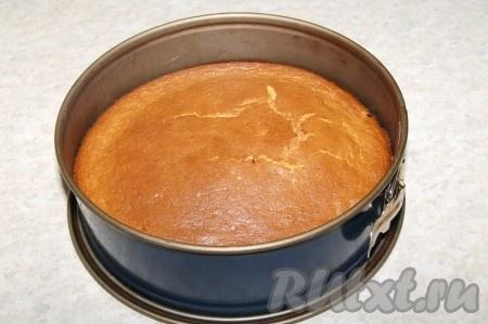 Через 45 минут проверить готовность пирога лучинкой и если лучинка сухая, вынимаем наш пирог из духовки.