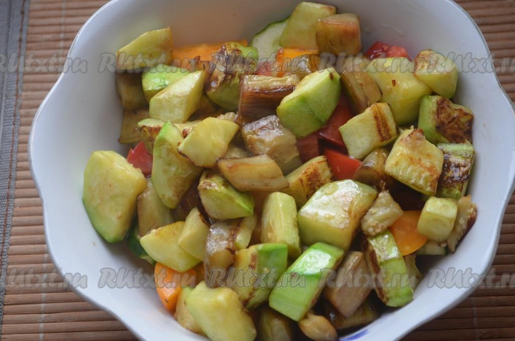 Салат из баклажанов и кабачков с