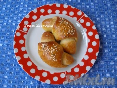 Рогалики из дрожжевого теста, приготовленного в хлебопечке