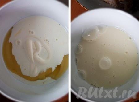 Приготовить кляр - взбить ложкой яйцо, сливки и майонез.