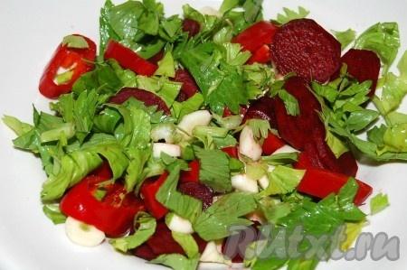 Перемешаем полученную овощную смесь.